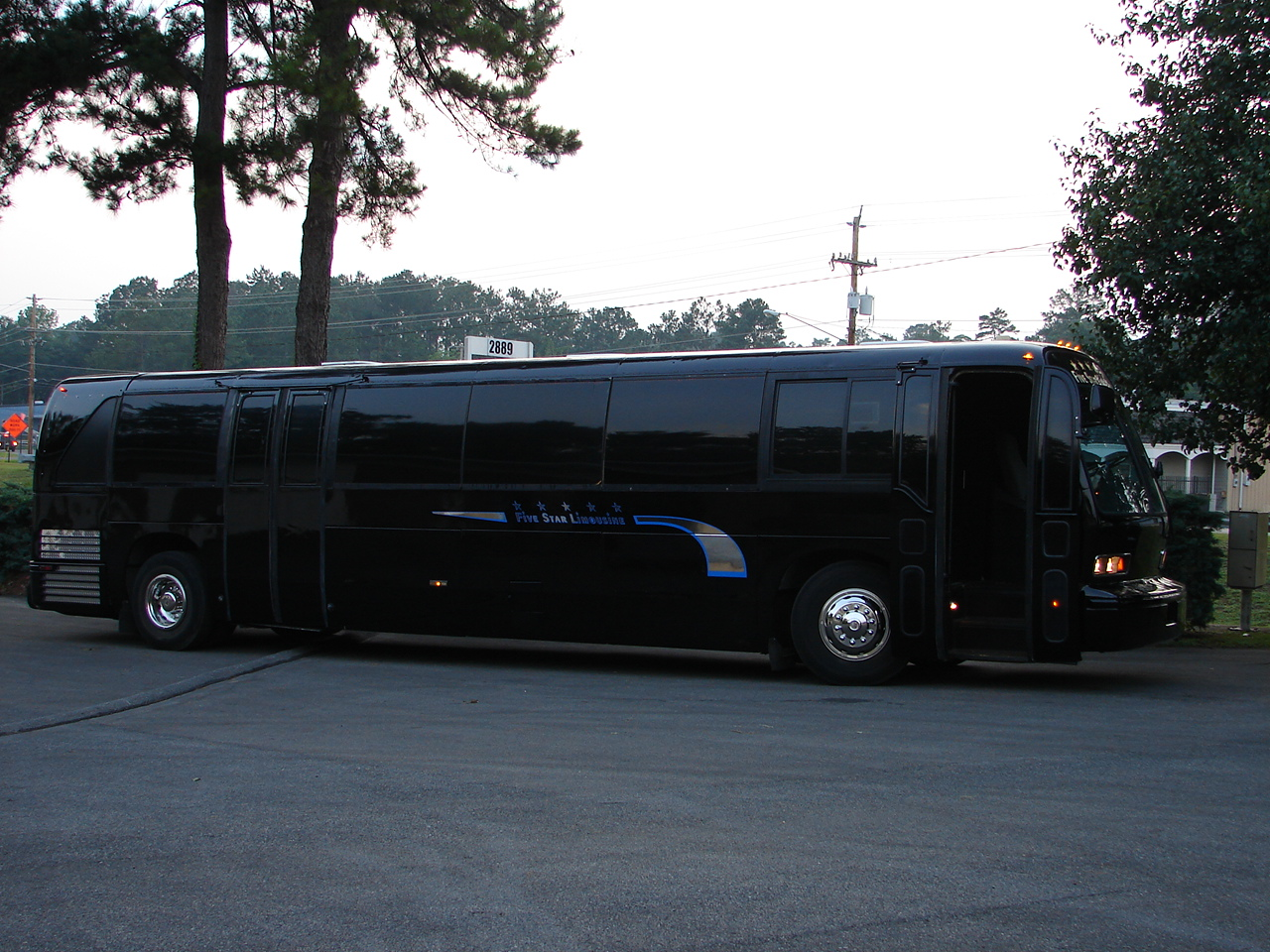 Black-Party-Bus